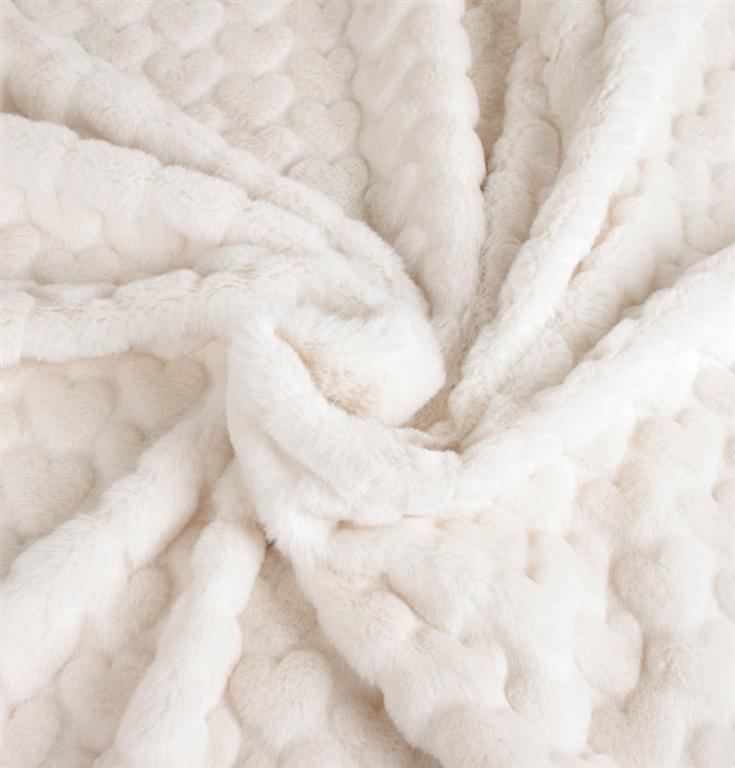 c0c22687 Off-white imiteret pels med hjerter - køb hos Stofgiganten